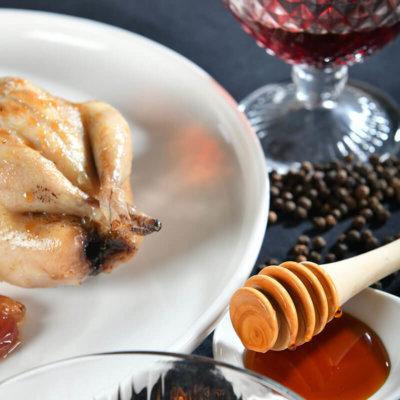 Cailles aux raisins secs et au miel de sarrasin